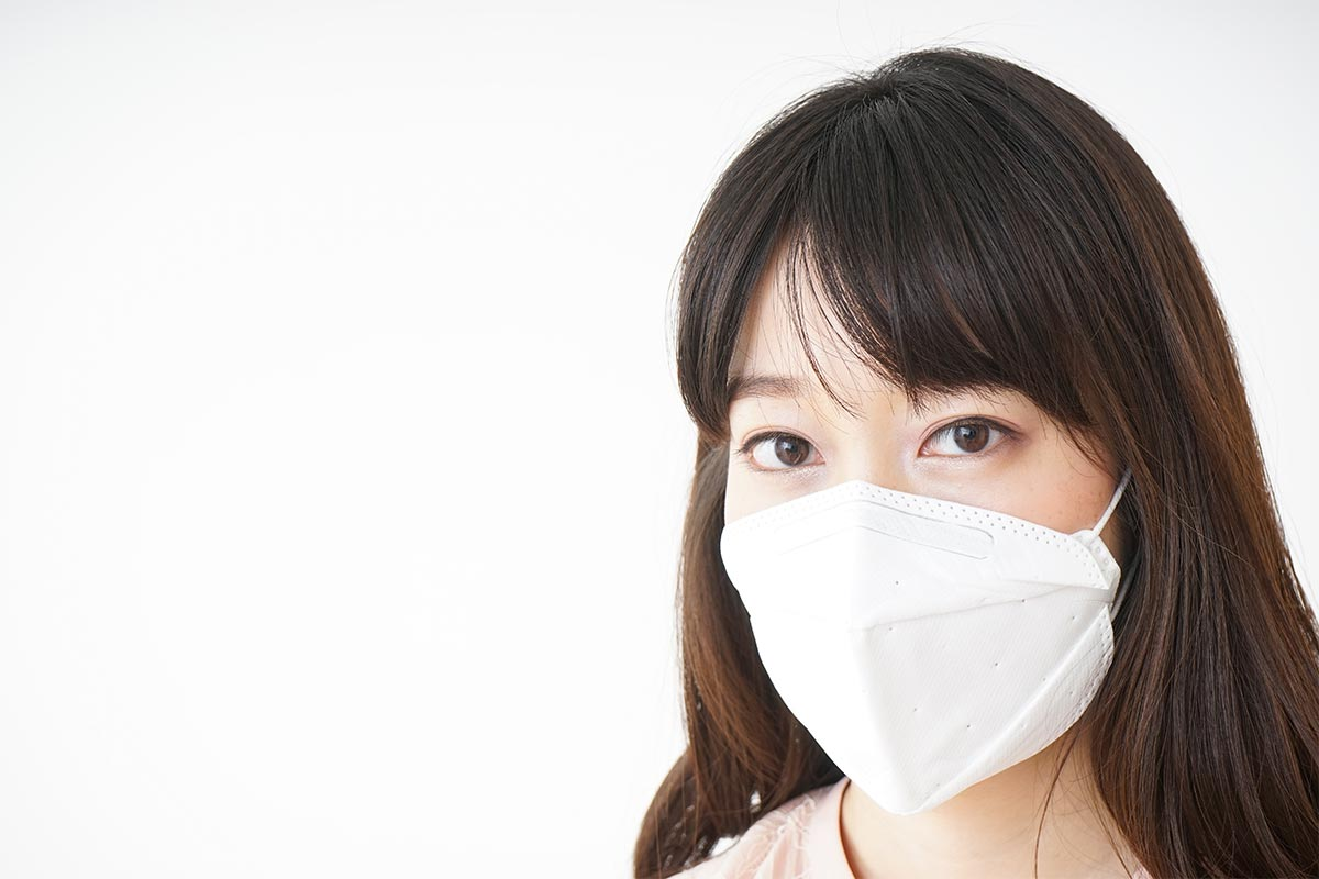 立体型のマスクをつける