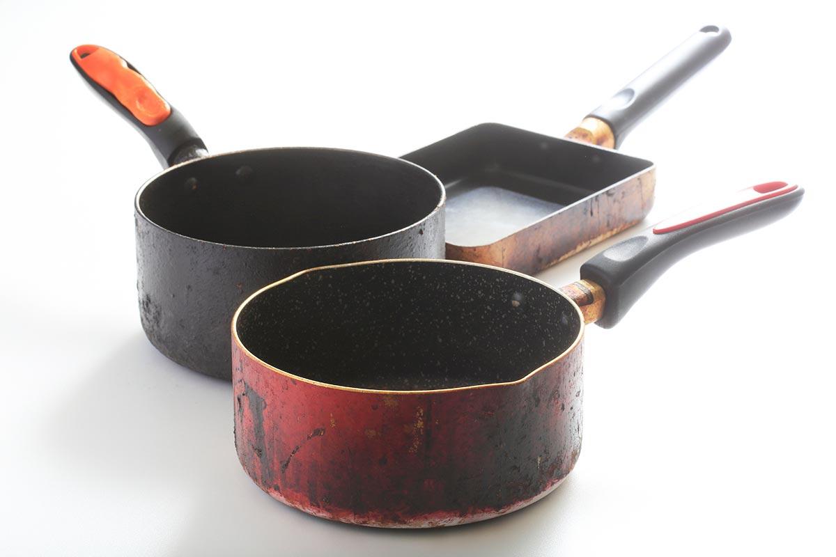 強力な油汚れや鍋の焦げ付き、レンジの五徳洗い